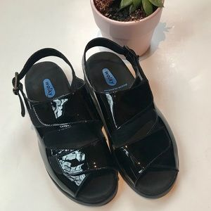 Wolky black patent walking sandals 39
